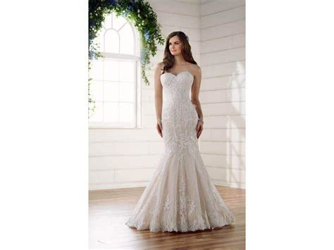 Essense of Australia D2209, $899 Size: 10   Sample Wedding