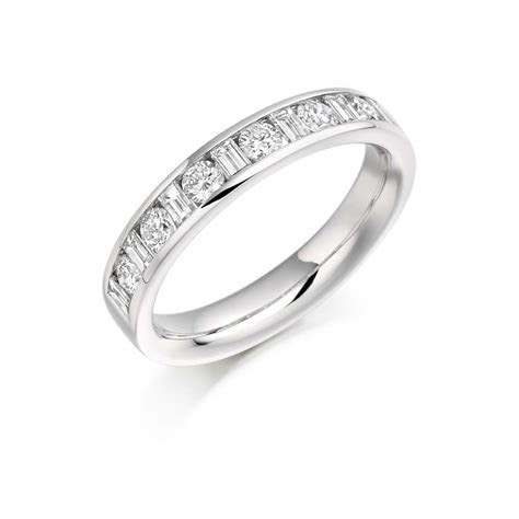 18ct White Gold 0.76ct Round Brilliant Cut Baguette Cut