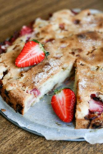 Anarhisti kook maasikate ja rabarbriga