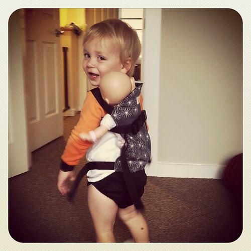Someone's mastered the back carry! #babywearing #babieswearingbabies