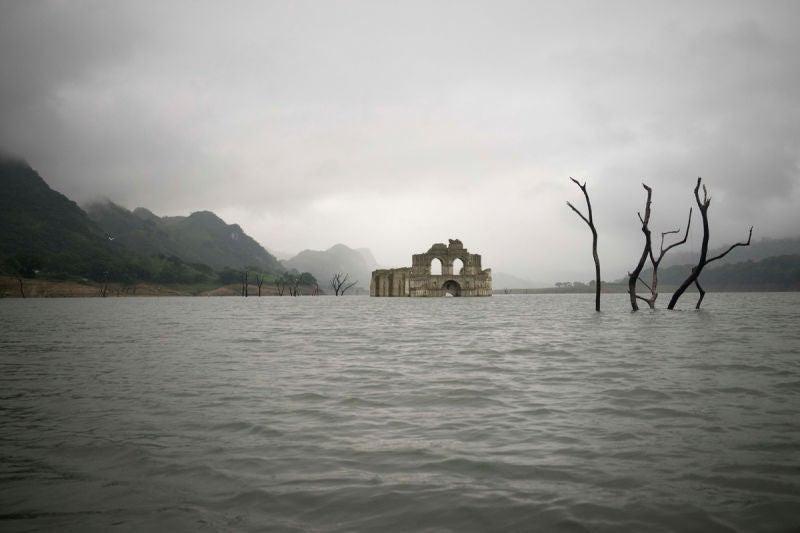 La sequía hace aparecer una iglesia colonial del sigo XVI en México