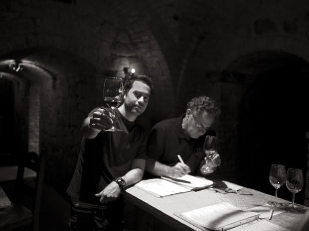Pedro Henrique e o pai Horácio em vinícola nos Estados Unidos, varginha (Foto: Wine World Adventure / Divulgação)