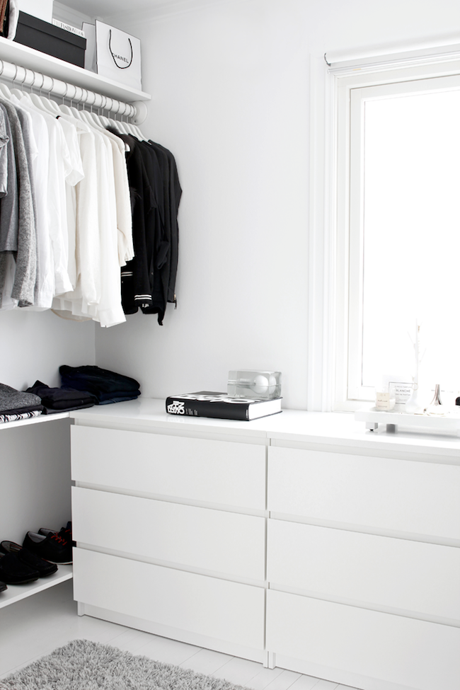 A Fashionable Home: Minimal And Bright Walk-In Closet -- Scandinavian Minimal Interior Design -- Drawers Via Stylizimo -- photo 7-Le-Fashion-Blog-A-Fashionable-Home-Minimal-Bright-Walk-In-Closet-Scandinavian-Minimal-Interior-Design-Drawers-Via-Stylizimo.png