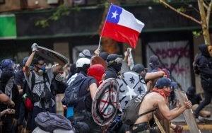 Após série de protestos, Chile anuncia plebiscito sobre nova Constituição