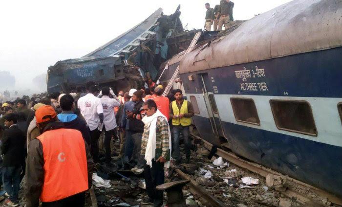 Ao menos 96 pessoas morreram na região norte da Índia quando um trem descarrilou na madrugada deste domingo. Foto: AFP