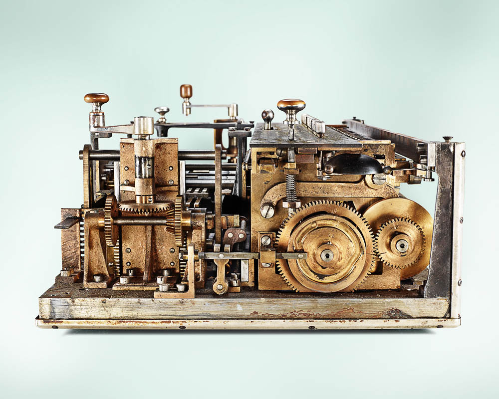 The Inner Workings of Antique Calculators Dramatically Photographed by Kevin Twomey vintage technology machines