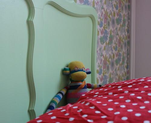 slingeraap in bed