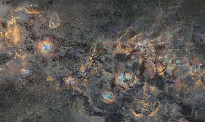 Финский фотограф превратил 12 лет съемок в фантастическую мозаику Млечного пути