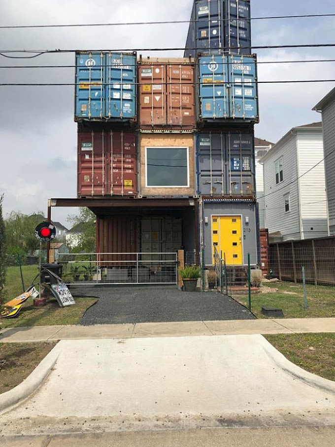 Man Uses eleven Shipping Containers to make His a pair of,500 sq ft Dream House, and also the within appearance superb