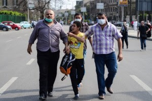 שוטרי חרש עוצרים צהיר בקהיר