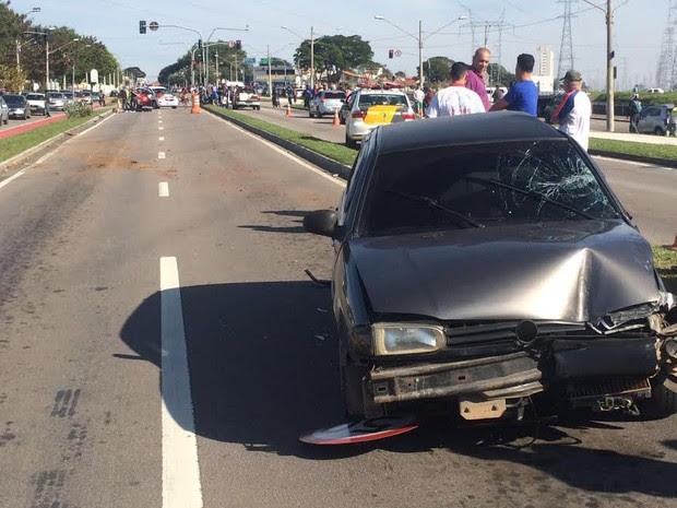 Acidente deixou uma mulher morta na rodovia Geraldo Scavone  (Foto: Pedro Melo/ TV Vanguarda)