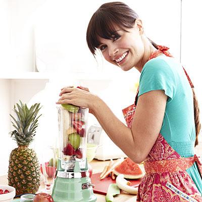 woman-blending-fruit