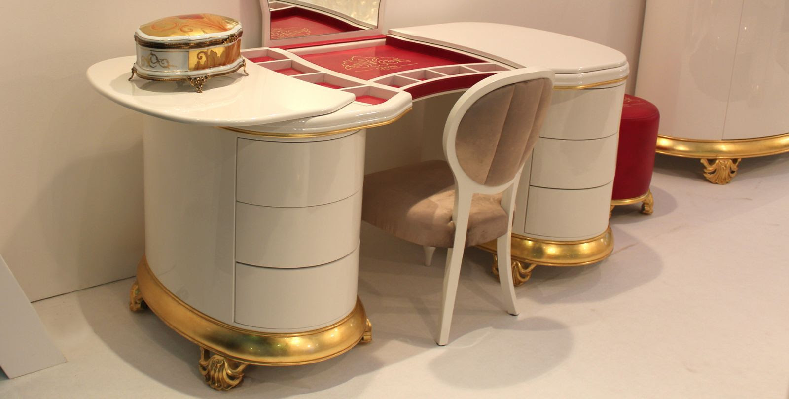 New Baroque Design Dressing Table Lacquered Wood Lacquered Metal
