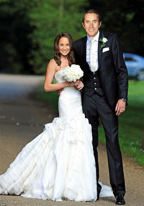 Is this Pippa Middleton's £40,000 wedding dress?   Daily