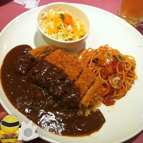 久々の日本での食事はトルコライス。