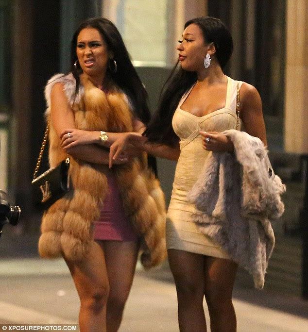 Festa continua: Um grupo de mulheres que estavam no clube Cirque le Soir voltou para o hotel de Bolt e as duas senhoras na foto acima esperou que o elevador com parafuso