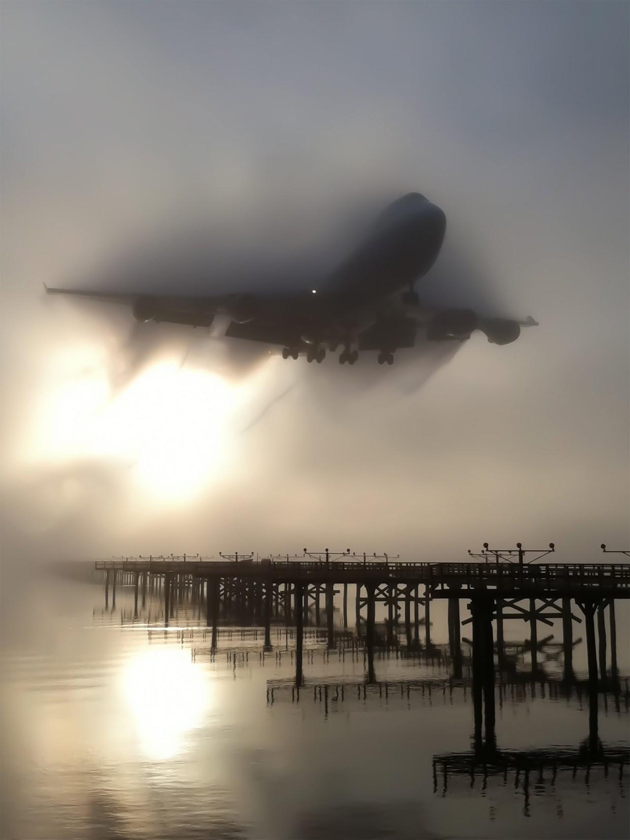 747 aterrant amb boira