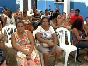 Pacientes esperam por atendimento em posto de saúde de Ilhéus (Foto: Reprodução/TV Bahia)