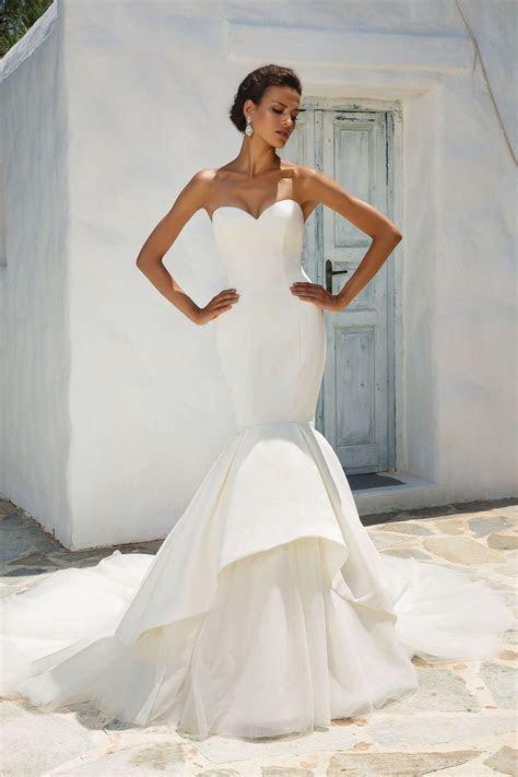 Justin Alexander   Style 8933: Satin Mermaid Wedding Dress