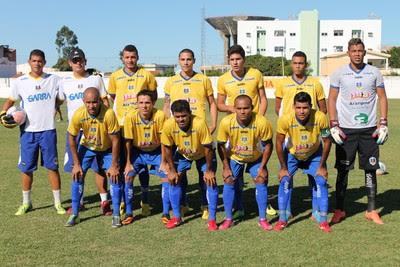 Time do Araripina na partida contra o Petrolina, na estreia do Pernambucano sub-23 (Foto: Emerson Rocha)