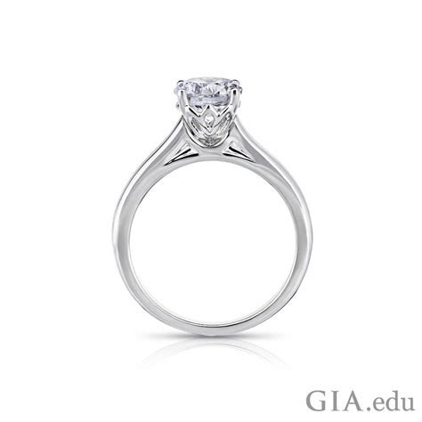 How to Select a Round Diamond Engagement Ring