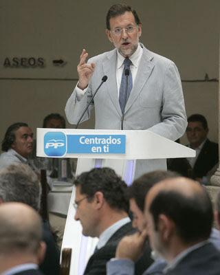 El presidente del PP, Mariano Rajoy, durante su intervención en el acto con alcaldes de Galicia.- Xoan Rey (EFE)