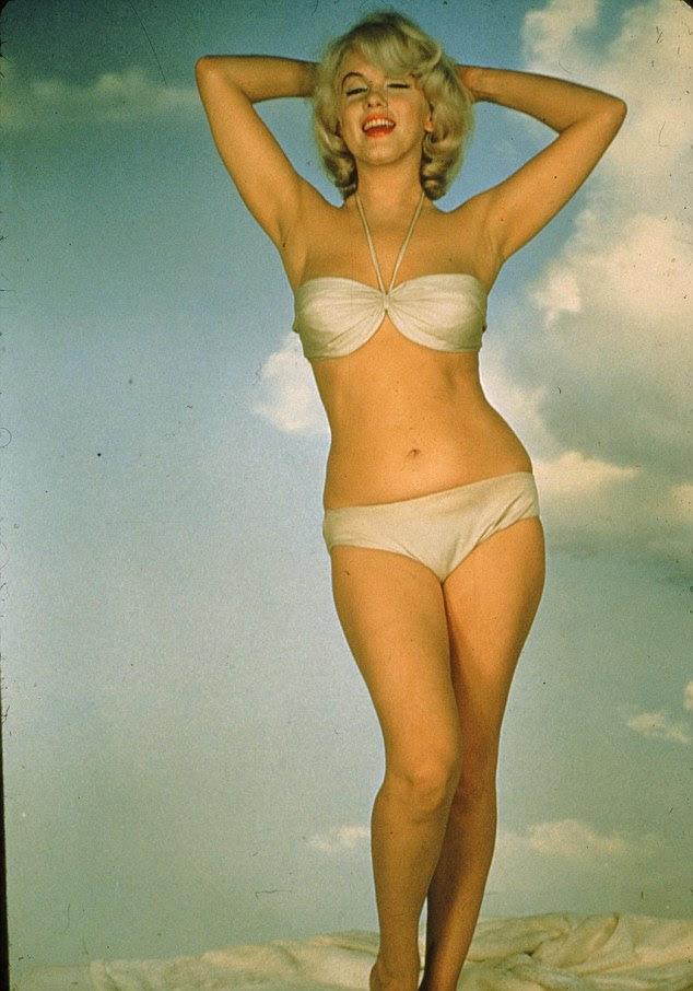 Rivais: Marilyn Monroe estava desesperado para eclipsar a popularidade de Elizabeth Taylor assim decidiu encomendar uma sessão de fotos nua