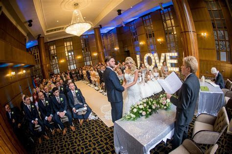 Vintage Gatsby wedding at the Vermont Hotel with sequin