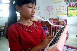 "Memainkan Lagu ""Dua Mata Saya"" ciptaan Pak Kasur dengan Pianika ~ Praktik Pelajaran SBK  Kelas 3 SD"