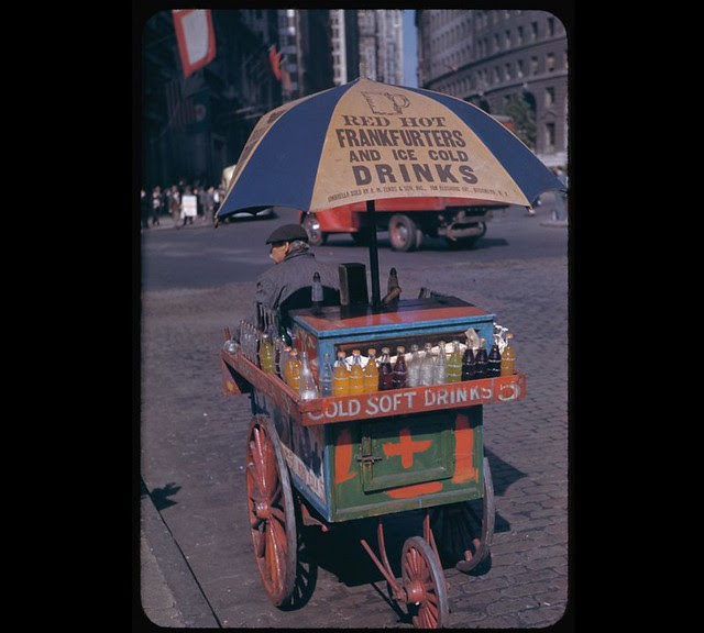 portable-soft-drink-stand-at-bowling-green-1942