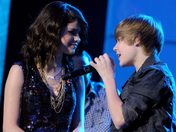 selena gomez and justin bieber beach. Selena Gomez and Justin Bieber