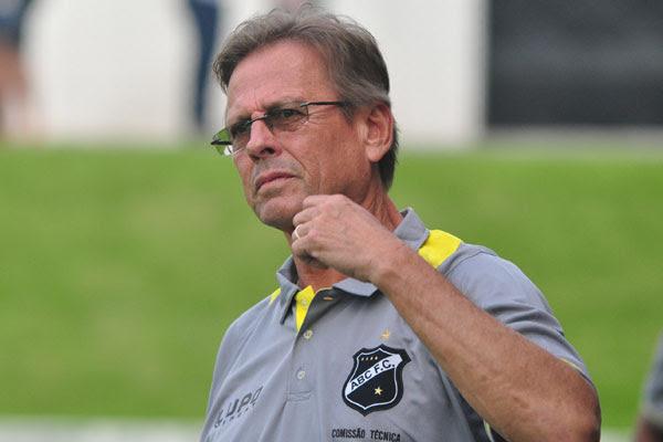 Waldemar Lemos espera regularizar reforços para definir o time