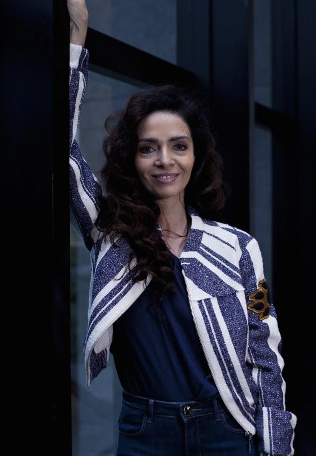 Claudia Ohana nos bastidores da peça 'Forever Young' (Foto: João Bertholini/Editora Globo)