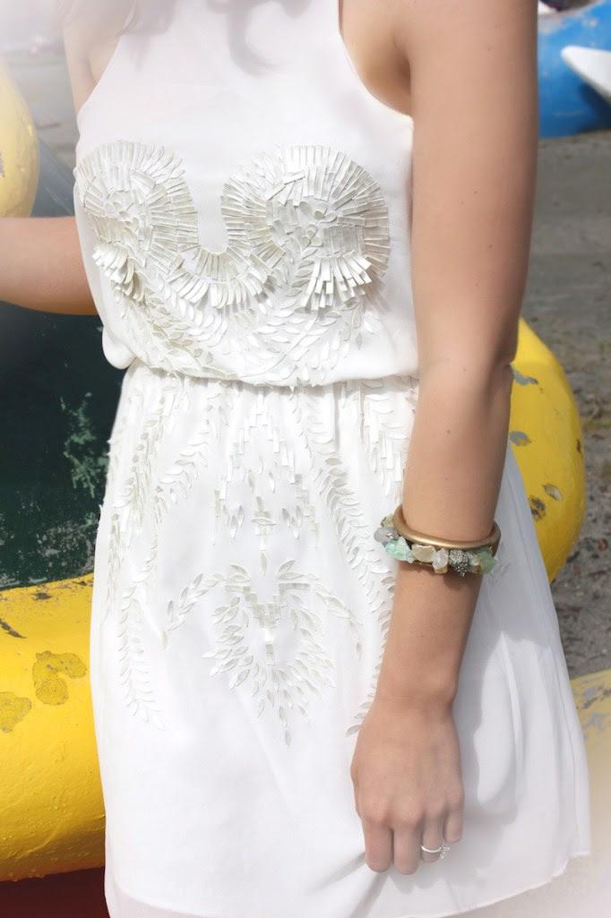 beyaz-elbise-deri-