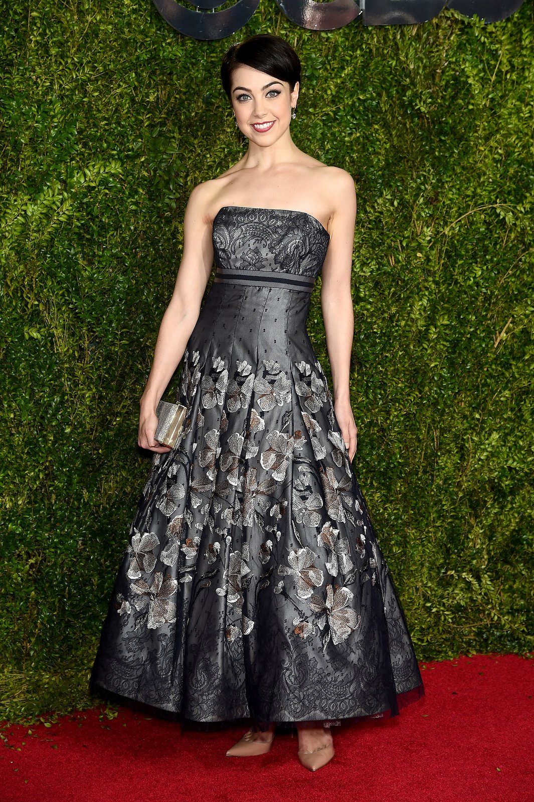 http://media.vogue.com/r/h_1600,w_1240/2015/06/07/leanne-cope-tonys-red-carpet.jpg