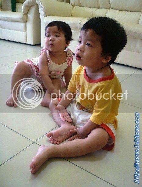 photo BabiesWatchingTV10_zps69f03ca1.jpg