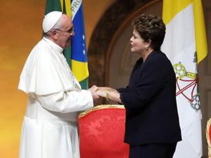 Papa Francisco cumprimenta Dilma no palácio Guanabara (Foto: Alexandre Durão/G1)