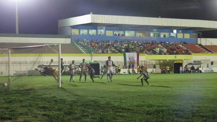 Baraúnas vence o Palmeira-RN por 3 a 2 no Estádio Nogueirão, em Mossoró (Foto: José Mário/Mossoró Hoje)