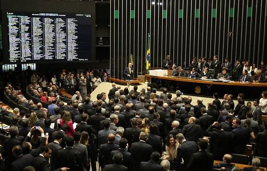 Brasília - Eduardo Cunha faz sua defesa no plenário da Câmara dos Deputados antes de iniciar a votação de sua cassação (Fabio Rodrigues Pozzebom/Agência Brasil)