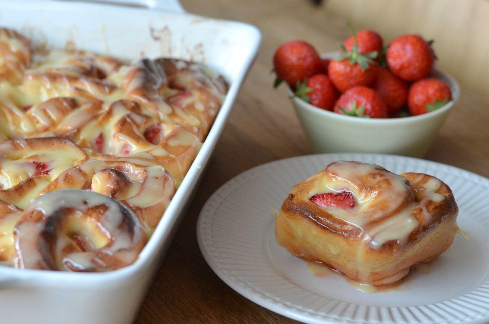 Strawberry & Lemon Curd Buns