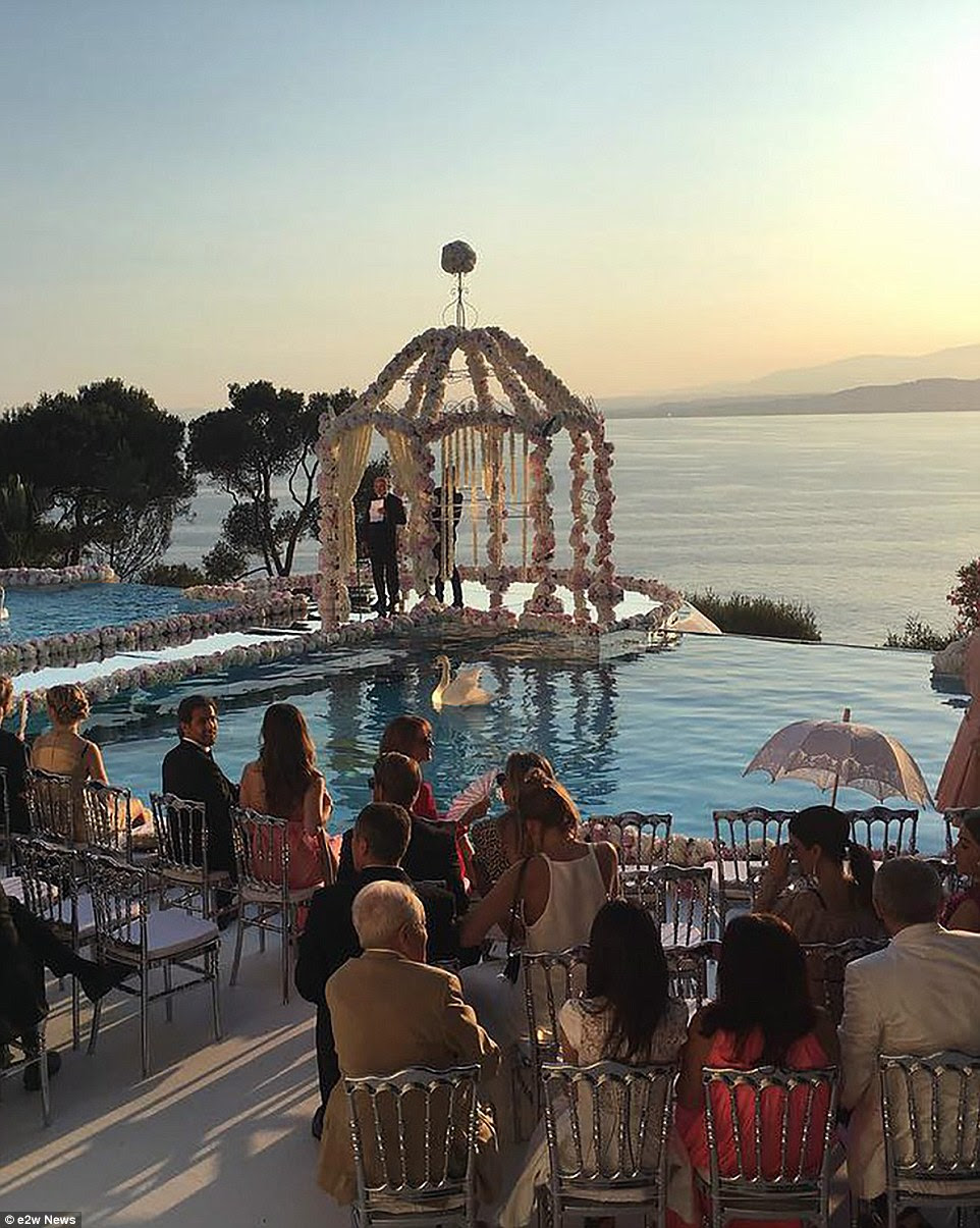 The ceremony took place close to sunset, for the perfect French Rivera back drop