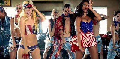 Em Telefone, Akerlund tinha Lady Gaga e Beyoncé fazendo o sinal de Caolho depois de matar um monte de gente.