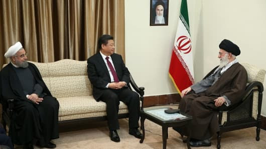 TEHRAN, IRAN - JANUARY 23: Chinese President Xi Jinping (C) meets with Supreme Leader of Iran Sayyed Ali Khamenei (R) in Tehran, Iran on January 23, 2016.