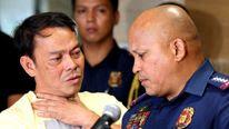 Ronaldo Espinosa (L) talks to Philippine National Police chief Ronald dela Rosa