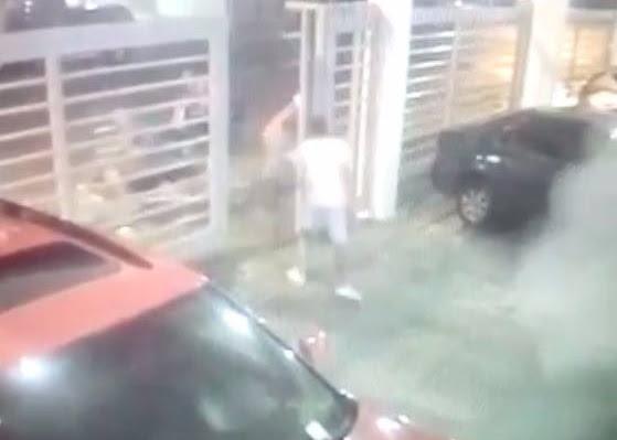Mujer recibe a tiros a cuatro hombres querían asaltarla en estacionamiento