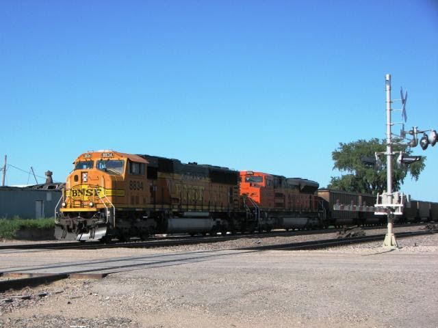 BNSF 8834 leaving the Fargo area