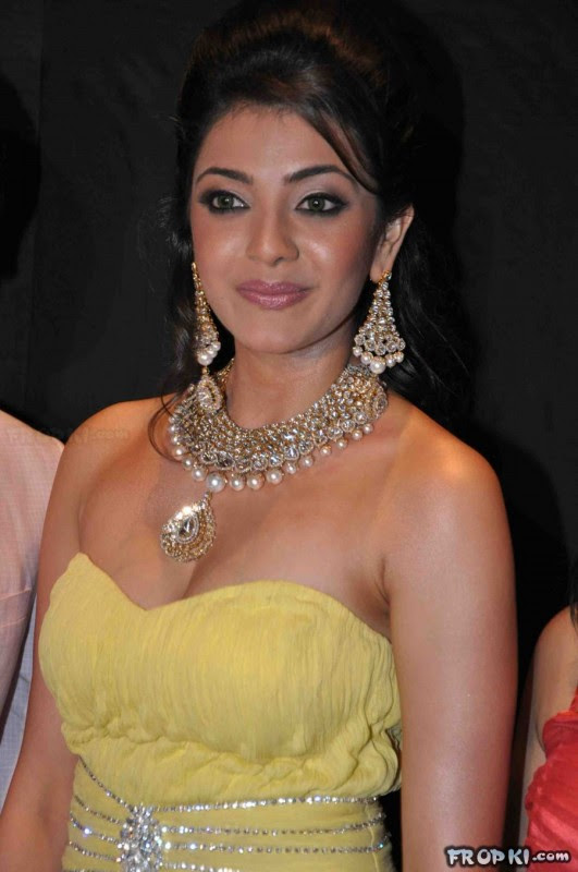 bollywood-indian-celebrities-deep-neck-open-chest-dress-designs-beautiful-girls-actresses-models-strapless-dress-3