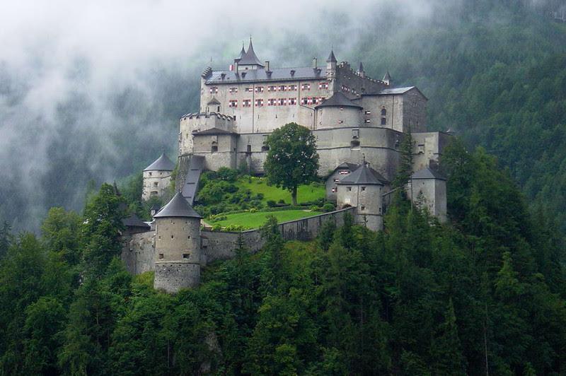 Замок Хоэнверфен, Австрия. Построен в 1075—1078 году. европа, замки, история, средневековье