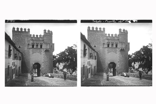 1-08-D. Ribes. Toledo. Puerta del Sol. Gelatinobromuro sobre cristal (6 x 13); versión digitalizada. Mayo 1915. Colección Guillot-Ribes.