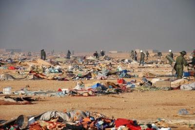 As forças militares de Marrocos atacaram o Acampamento Gdeim Izik, onde se encontravam cerca de 20 mil pessoas e que desde há quatro semanas constituía o maior protesto saharauí nos 35 anos de ocupação marroquina. Foto LUSA/EPA/HANDOUT